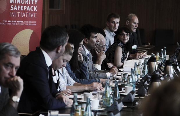 Die Arbeitsgemeinschaft Deutscher Minderheiten im Hinblick auf die Bundestagswahlen