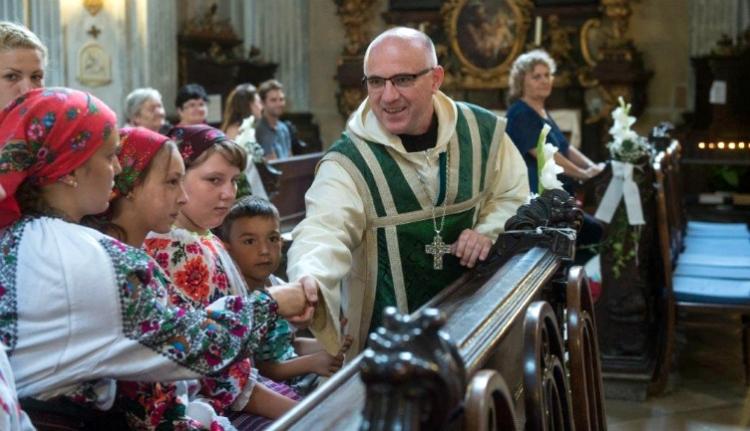 Jenseits der Euphorie – ein tschangomadjarischer Priester und die ungarische Messe in Bakau