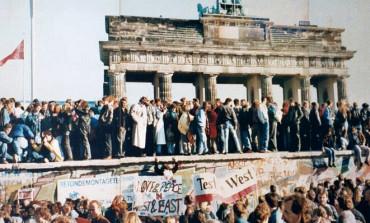 Die Geschichte fuhr einem entgegen: vor dreißig Jahren fiel die Berliner Mauer