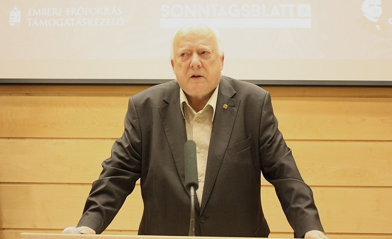 Ein österreichischer Ungarndeutscher – Manfred Mayrhofer